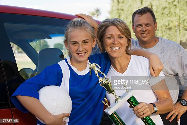 soccer mom with daughter and husband - teen awards foto e immagini stock