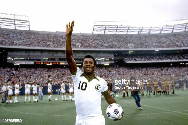 Playoffs: New York Cosmos Pele victorious after winning match vs Fort Lauderdale Strikers at Giants Stadium. East Rutherford, NJ 8/14/1977 CREDIT:...