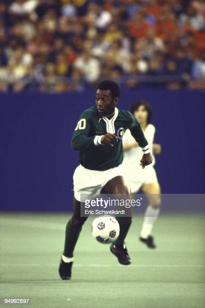 New York Cosmos Pele in action vs Santos FC at Giants Stadium. Pele's final soccer game. East Rutherford, NJ 10/1/1977 CREDIT: Eric Schweikardt