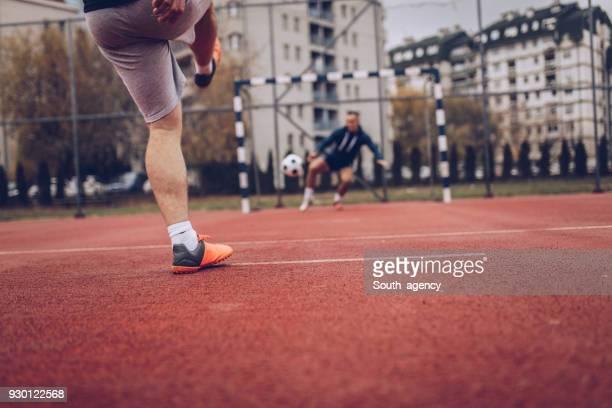 soccer penalty - calcio di punizione foto e immagini stock