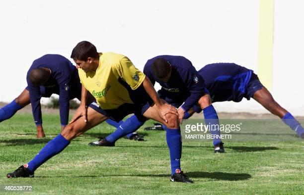 Soccer player Fernando trains near Ambato Ecuador 14 January 2001 El jugador Fernando y algunos de sus companeros de la seleccion de Brasil Sub 20...