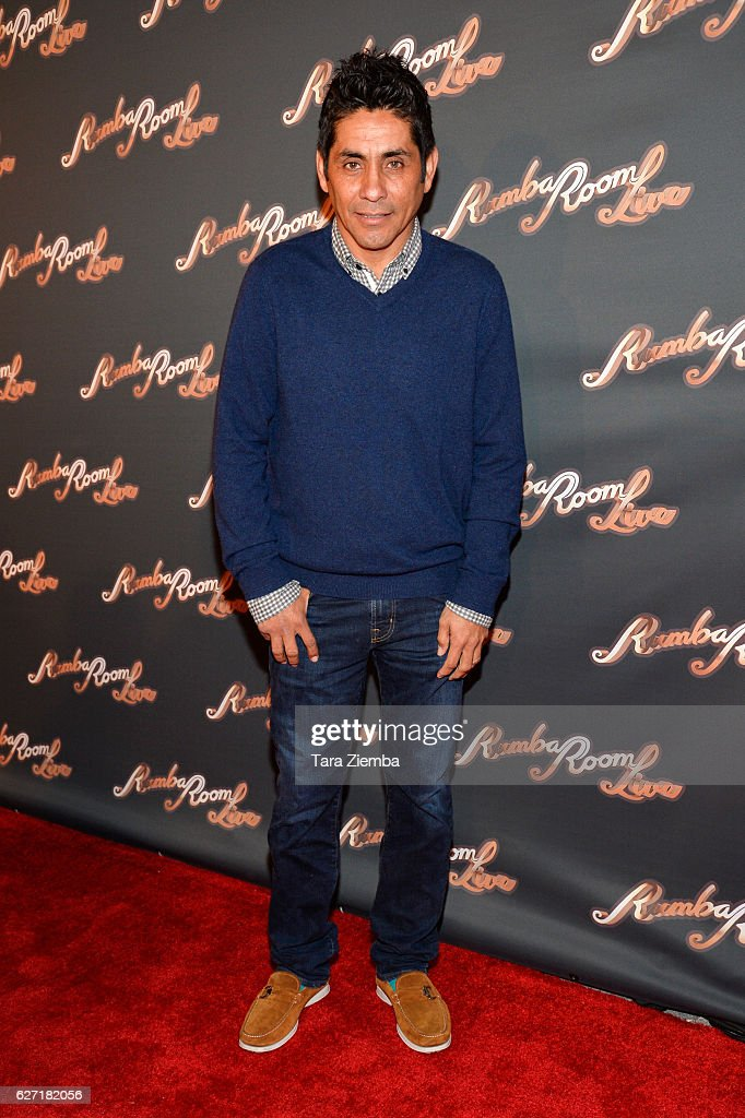¿Cuánto mide Jorge Campos? (El Brody) - Altura - Real height Soccer-player-jorge-campos-attends-the-grand-opening-at-rumba-room-picture-id627182056