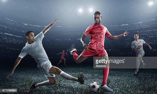Jugador de fútbol coleando en el estadio ball