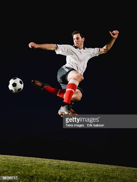 soccer player kicking ball - truco fotografías e imágenes de stock