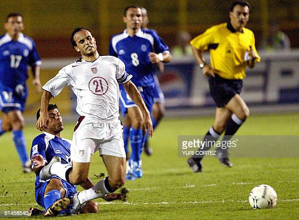 US soccer player Landon Donovan fight for the ball with Salvadorean Ronald Cerritos at the Cuscatlan Stadium 09 October 2004 during their CONCACAF...