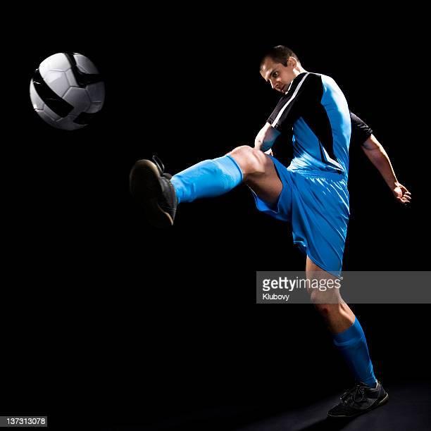 calciatore - tirare in rete foto e immagini stock