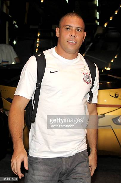 Soccer player Ronaldo Nazario of Corinthians arrives at Sheraton Hotel with his team mates one day prior to their match against Racing as part of...