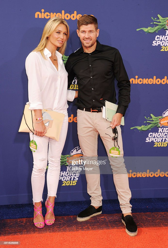 Soccer player Steven Gerrard (R) and wife Alex Gerrard arrive at the Nickelodeon Kids' Choice Sports Awards 2015 at UCLA's Pauley Pavilion on July 16, 2015 in Westwood, California.