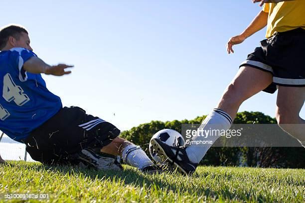 soccer player tackling - tacler photos et images de collection