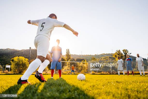 soccer player taking free kick - football league stock pictures, royalty-free photos & images