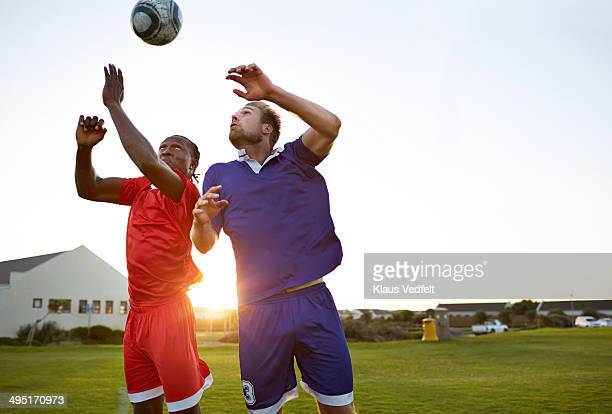 soccer players battling to head the ball - heading the ball stock pictures, royalty-free photos & images