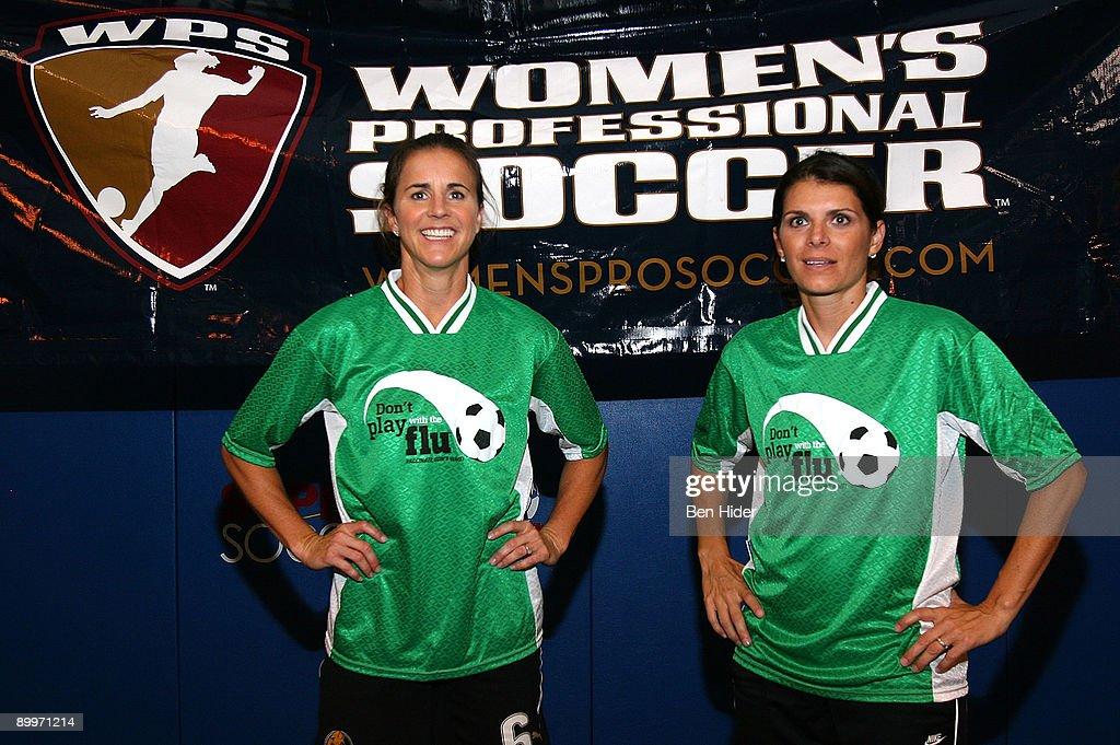 Mia Hamm & Brandi Chastain Teach Kids About Soccer And Flu Vaccination : News Photo
