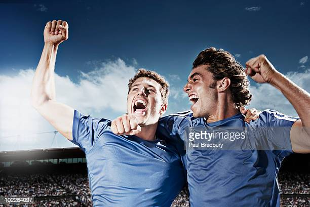 soccer players cheering - sportteam stockfoto's en -beelden