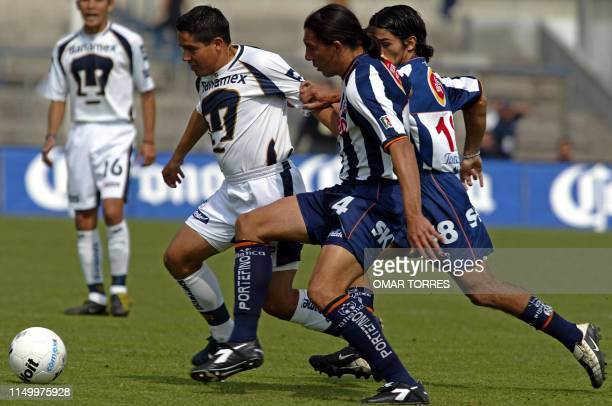 Soccer players Luis González Pablo Rotchen and Walter Erviti fight for the ball in Mexico City 26 January 2003 Luis González de los Pumas es...