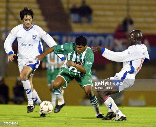 Soccer players Marco Vanzini Roger Suárez and Angbwa Benoit are seen fighting for the ball in Montevideo Uruguay 01 April 2003 Roger Suárez de...