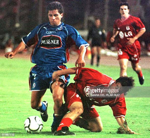 Soccer players Omer Ledezma and an unidentified player fight for the ball in Cali Colombia 07 February 2002 El jugador Omer Ledezma del Olmedo de...