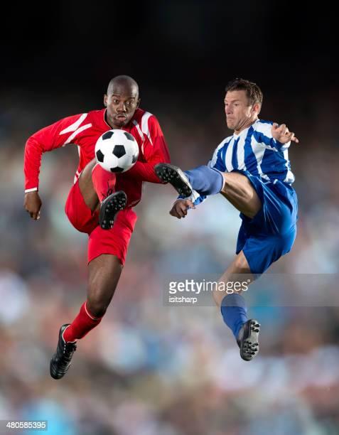 soccer player - sportlicher zweikampf stock-fotos und bilder