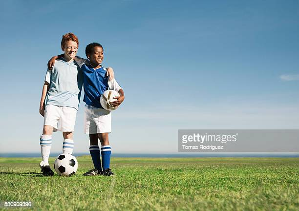 soccer players standing together - football strip stock pictures, royalty-free photos & images