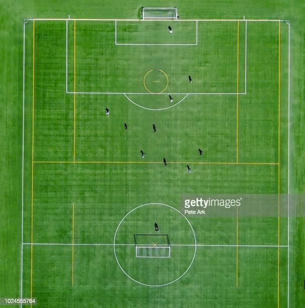 soccer practice - american football sport photos et images de collection