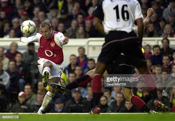 FA Soccer Premiership Season 20032004 Arsenal vs Fulham Freddie Ljungberg Championnat d'Angleterre de Football Premiere Ligue Saison 20032004 Arsenal...