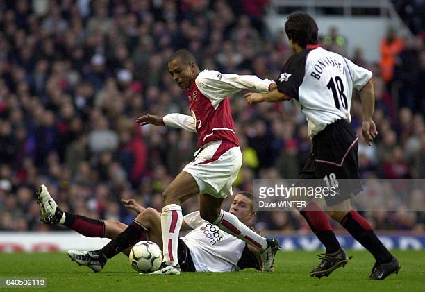 FA Soccer Premiership Season 20032004 Arsenal vs Fulham Gilberto and Sean Davis Championnat d'Angleterre de Football Premiere Ligue Saison 20032004...