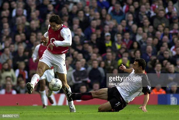 FA Soccer Premiership Season 20032004 Arsenal vs Fulham Robert Pires and Steed Malbranque Championnat d'Angleterre de Football Premiere Ligue Saison...