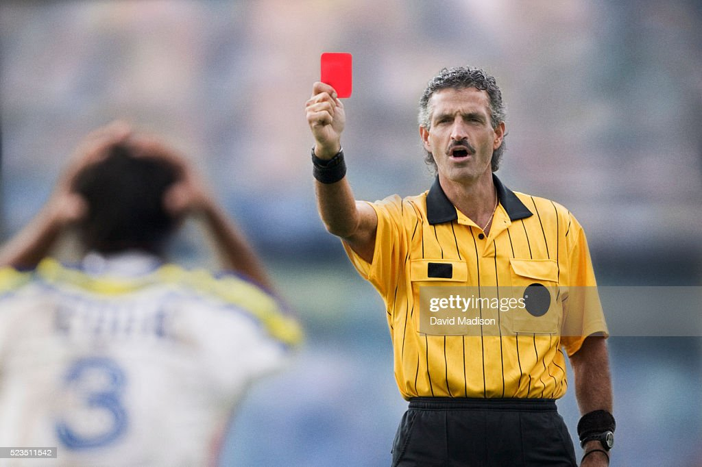 soccer referee handing out a red card ストックフォト getty images