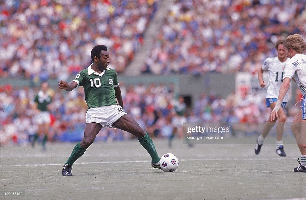 Soccer Bowl '77: New York Cosmos Pele (10) in action vs Seattle Sounders at Civic Stadium. Portland, OR 8/28/1977