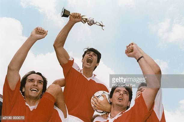 soccer team celebrating - equipo de fútbol fotografías e imágenes de stock