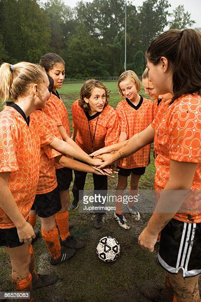 soccer team huddle - dirty little girls photos stock pictures, royalty-free photos & images
