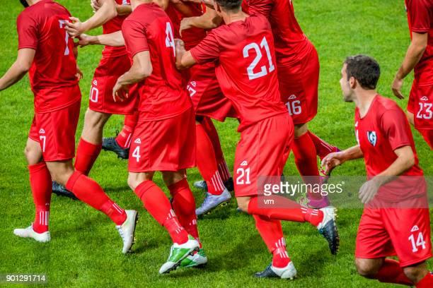 Fútbol en rojo celebrando un gol