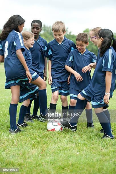 squadra di calcio - fat soccer players foto e immagini stock