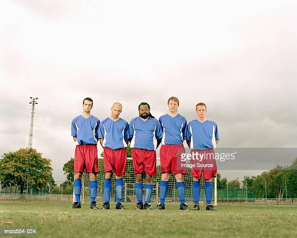 サッカーチームに列