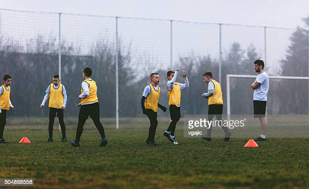 soccer training for kids - football team stock pictures, royalty-free photos & images