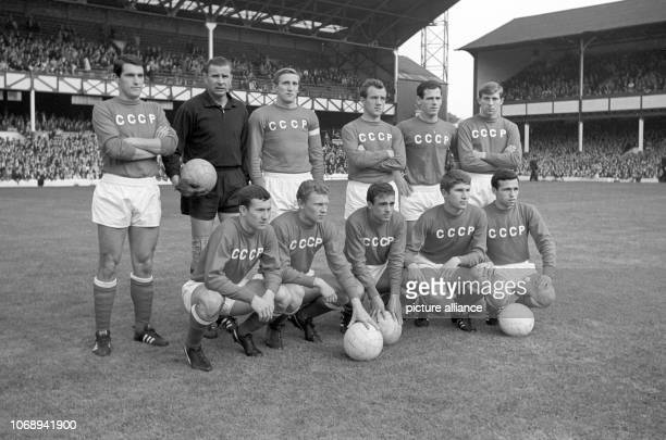 Soccer World Cup 1966 Semi final West Germany SSSR 21 The team of the Soviet Union is pictured prior to the match | usage worldwide