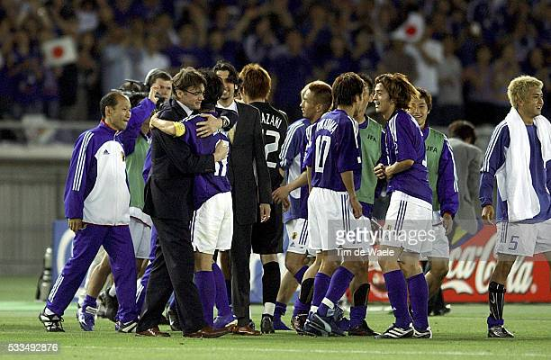Japan Russia Japanes players celebrate victory with their coach Philippe Troussier