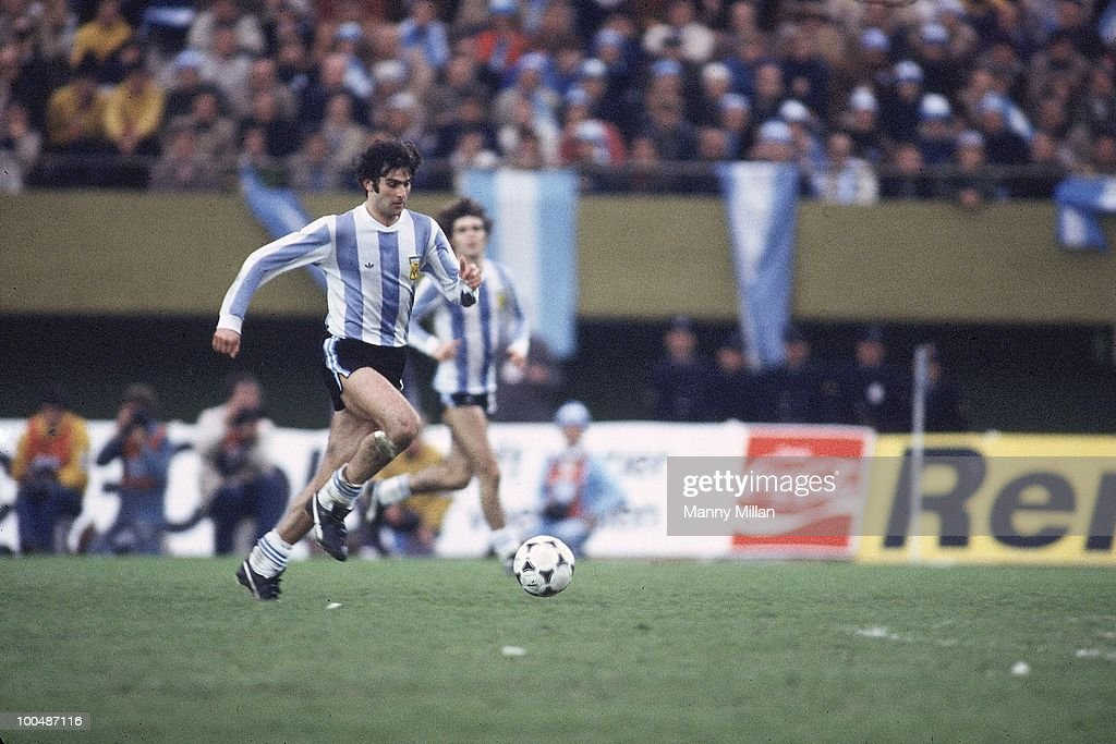 Argentina Mario Kempes (10) in action vs Netherlands at Estadio Monumental. Buenos Aires, Argentina 6/25/1978
