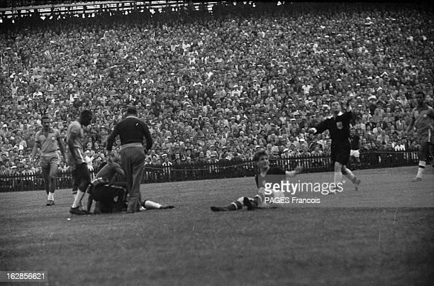 Soccer World Cup In Switzerland =En Suisse en 1954 à l'occasion de la Coupe du Monde de Football le match Hongrie Brésil en quart de finale a...