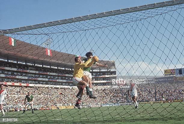 Soccer World Cup PER goalie in action vs FRG Leon MEX 6/10/1970