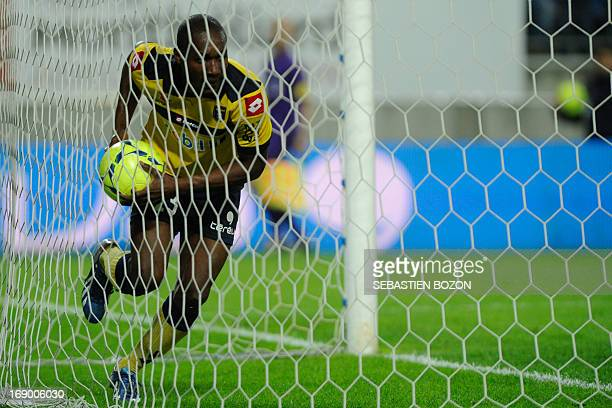 Sochaux' French forward Giovanni Sio jubilates after scoring a goal during their French L1 football match Sochaux versus Toulouse at the August Bonal...