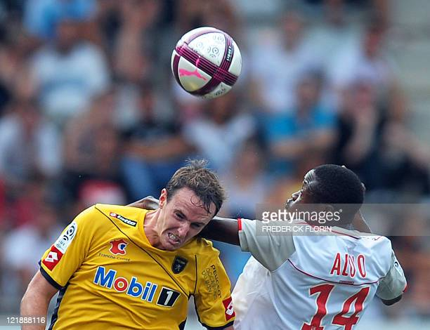 Sochaux' French midfielder Loic Poujol vies with Nancy's Cameroonian forward Paul Alo'o Efoulou during the French L1 football match Nancy vs Sochaux...