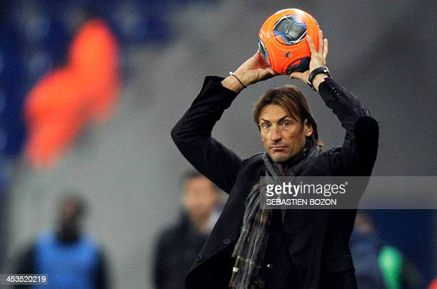 Sochaux's French coach Herve Renard prepares to throw the ball during the French L1 football match between Sochaux and Reims at the Auguste Bonal...