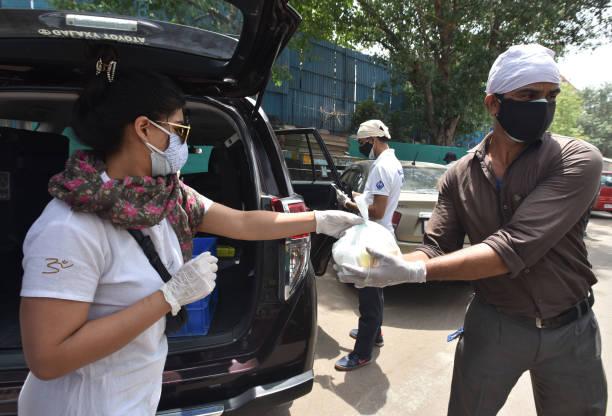 IND: Social Activist Distributes Free Healthy Food To Needy Persons In Delhi