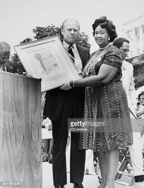 Social activist Dorothy Irene Height meeting with President Gerald Ford
