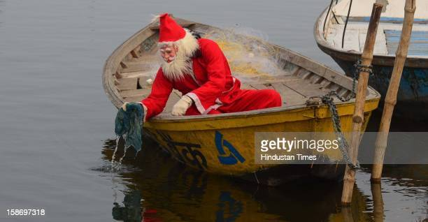 A social activist Harkirat Singh clean Ganga in his Santa Clause uniform on December 24 in Allahabad India The step symbolizes the drive launched by...
