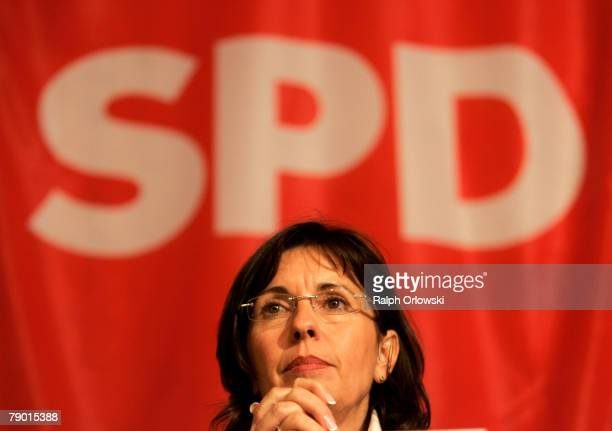Social democrate Andrea Ypsilanti attends an election rally January 16 2008 in Muehlheim near Frankfurt Germany Ypsilanti is the top candidate for...