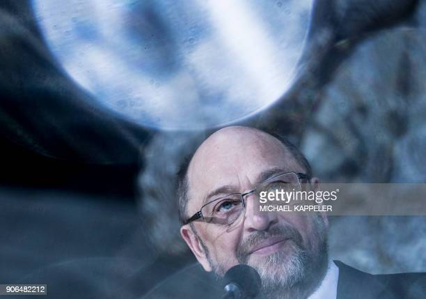 TOPSHOT Social Democrats party leader Martin Schulz speaks during a press conference on January 18 2018 at the SPD headquarters in Berlin Germany's...