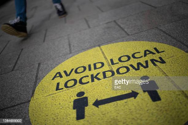 social distancing sign during covid-19 pandemic lockdown - flatten the curve stock pictures, royalty-free photos & images