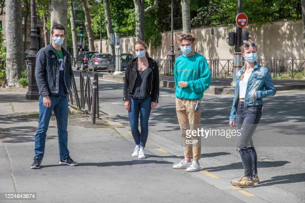 Social distinction of at least one meter in a group of friends wearing a coronavirus protective mask.