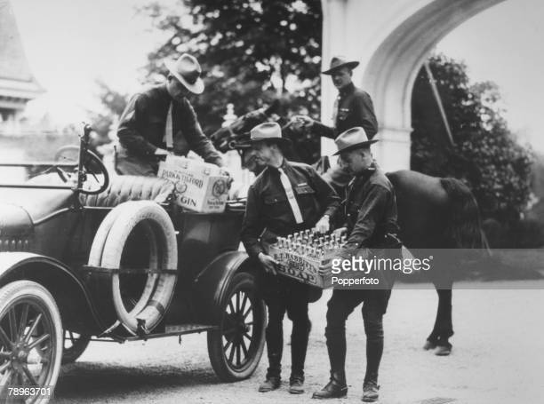 Social History, Drink, Alcohol, pic: 1921, USA, American state troopers unload captured drink/liquor during America's prohibition era
